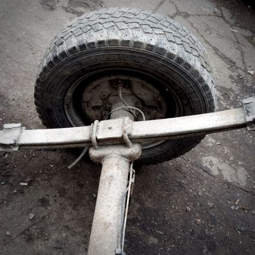 leaf spring attached to axle